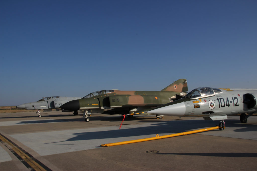 ALA 12 Aviones en el exterior del museo. RF-4C, F-4C y F-104. (foto: LMC)