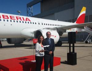 Alcaldesa de Getafe, Sara Hernández, y Luis Gallego, presidente de Iberia.