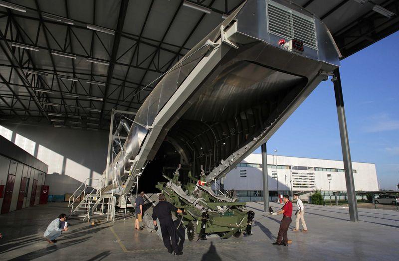 Foto del simulador de carga de la bodega del A400M en el Training Center. (Airbus)