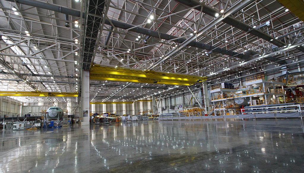 Foto: Visión general de la planta y las primeras estaciones de recibimiento y ensamblaje de piezas. (Luis M-C)