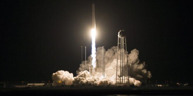 Cohete Antares de  Northrop Grumman en el lanzamiento de la Cygnus.  (NASA/Joel Kowsky)