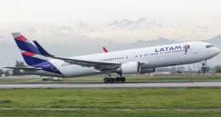 LATAM Airlines Boeing 767-300. Fotografía Vicente Quezada