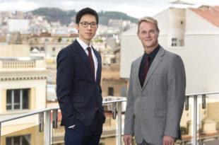 A la izquierda, el nuevo Director General Kaijie Yeo. A la derecha, el nuevo Director Comercial Carlos Estarán.