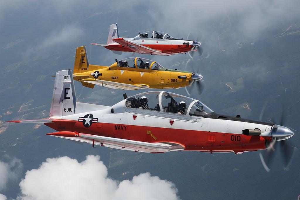 Para los futuros pilotos de la FLOAN el primer aparato de la US Navy que vuelan es el TRAWING 5, el VT-2, VT-3 o VT-6. En esta base se vuela el T-6A Texan II. (US Navy)