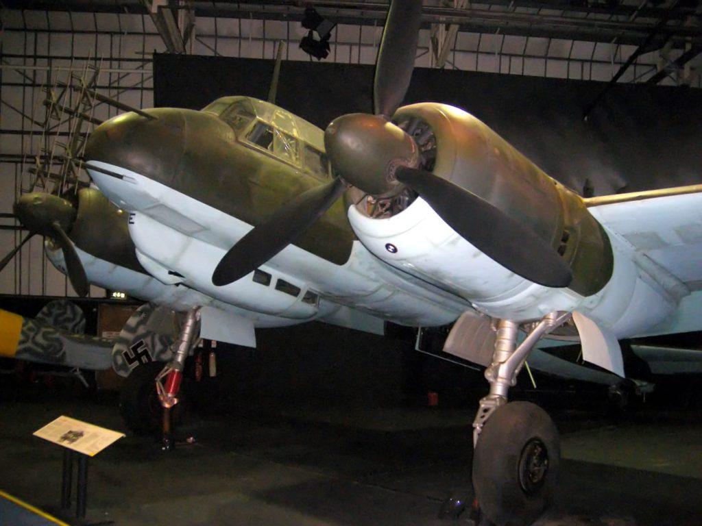 La versatilidad del bombardero Ju 88, el Wunder Bomber, o bombardero maravilloso, fue sencillamente asombrosa. Su nueva carrera como caza nocturno resultó difícilmente superable. Su envolvente de vuelo, unida a su autonomía propia de un bombardero, y a su tamaño, idóneo para albergar armamento y electrónica, lo convirtieron en ideal para tal cometido.