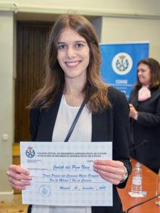 """Judith del Pino, tercer premio """"Proyecto Fin de Máster"""" por su trabajo de Modelado fluido-cinético de toberas propulsoras magnéticas."""