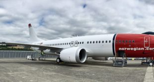 norwegian_air_international,_boeing_737-8_max,