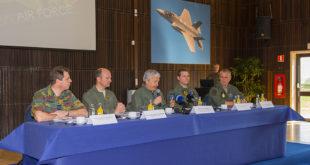 El ministro de Defensa belga, Didier Reynders, hablando durante la rueda de prensa. Foto: @Eddie Jauck