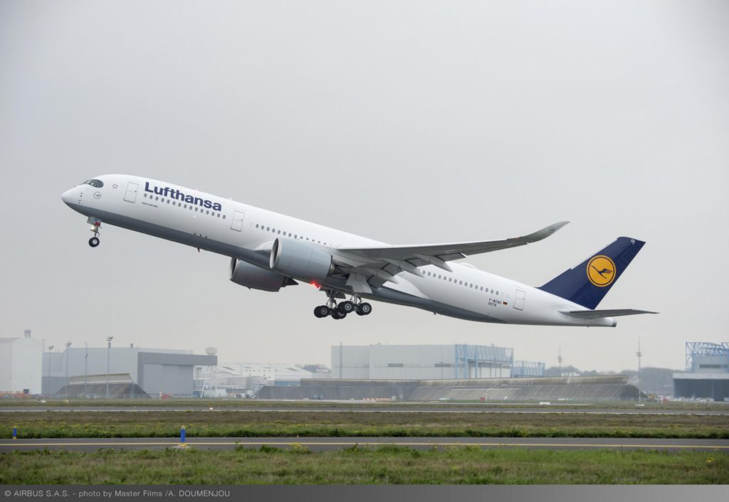A350_XWB_Lufthansa_first_flight_-_take_off