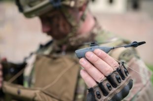 UAV Black Hornet.  Foto: Daniel Wiepen / Ministry of Defence
