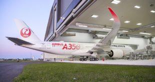 A350-900-Japan-Airlines-rolls-out-paint-shop-005