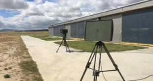Sistema optrónico Gecko (detrás) y radar Squire (delante y a la derecha). Foto: © Thales