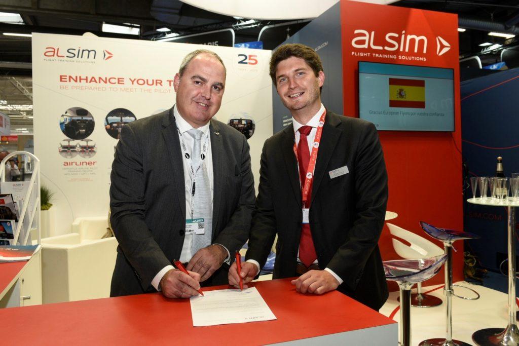 Firma de la compra del simulador ALSIM en la Feria de París Le Bourget 2019