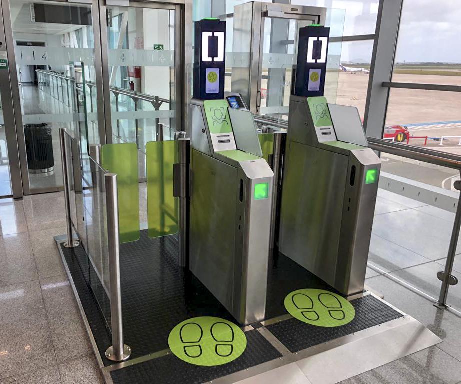 Puertas de autoembarque del Aeropuerto Menorca. Foto: everis ADS