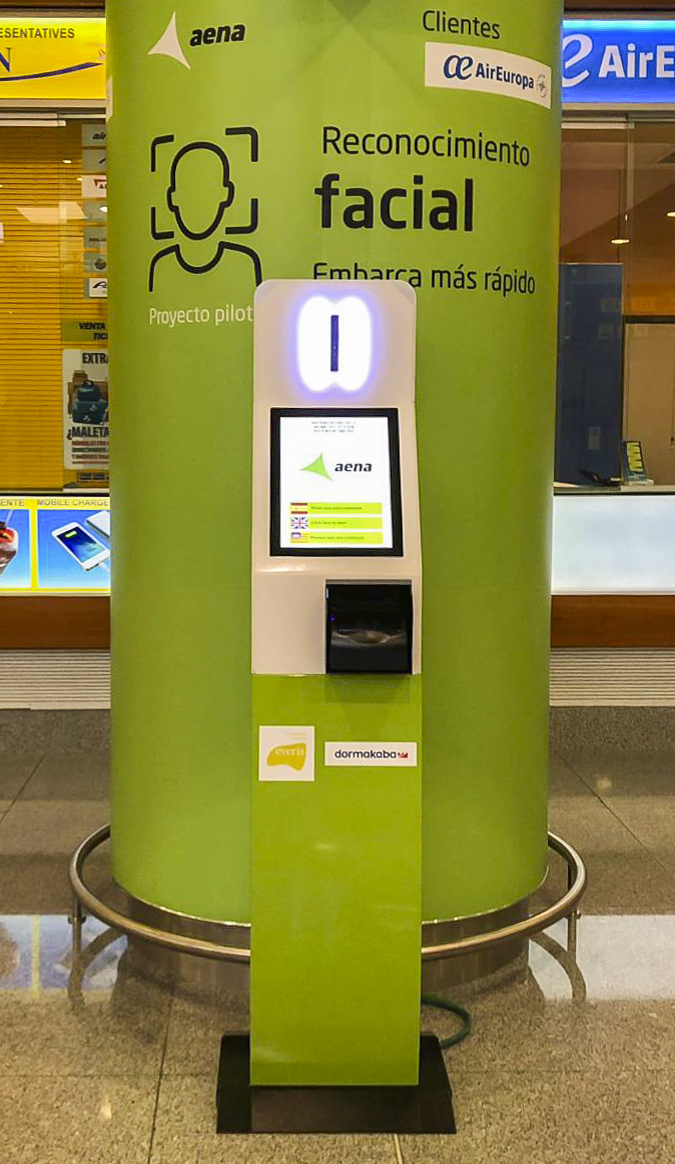 Quiosco en Aeropuerto de Menorca. Foto: everis ADS