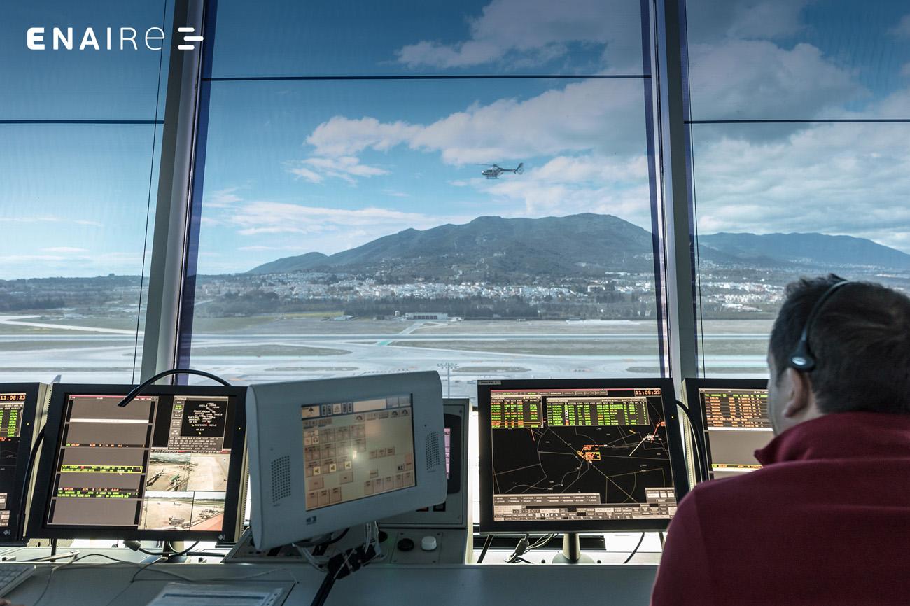 Controlador aéreo de ENAIRE en Málaga.