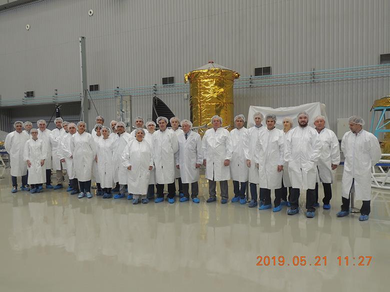 Parte del equipo ruso-español de Spectrum UV/WSO-UV en una visita reciente a las instalaciones de Lavochkin, empresa rusa principal contratista del proyecto.