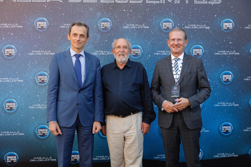 Pedro Duque, ministro en funciones de Ciencia, Innovación y Universidades y Michel Mayor, Premio Nobel de Física 2019, y Jorge Potti, Director General de Espacio de GMV