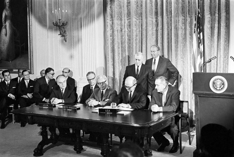 Firma del tratado del espacio de 1967