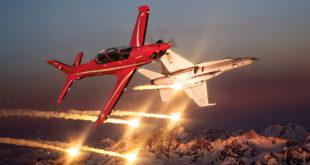 PC-21 / F-18. Foto: Pilatus