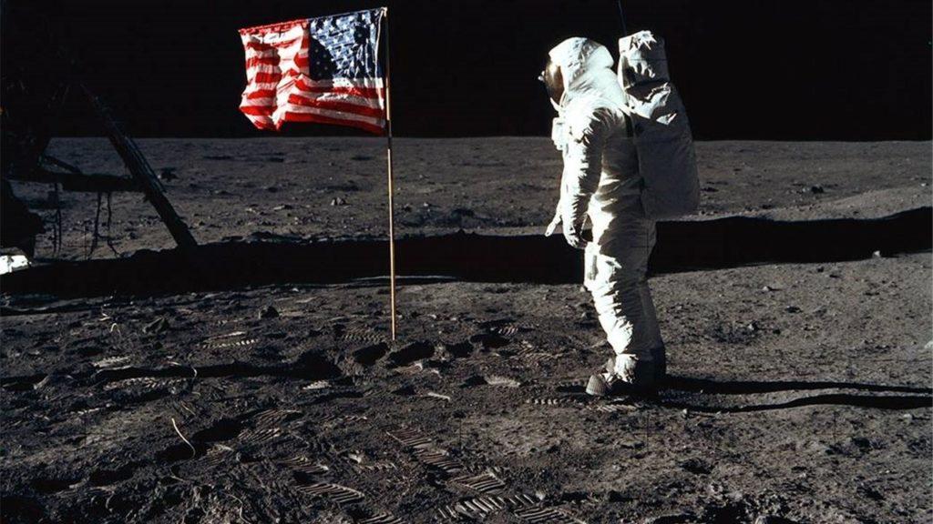 hombre en la luna minería espacial
