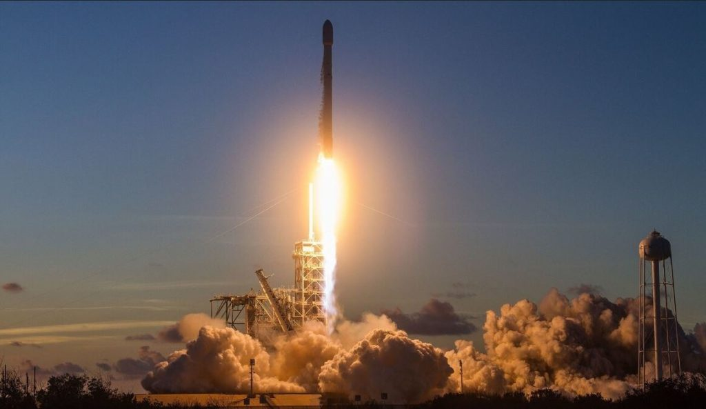 ULA y SpaceX cohetes militares