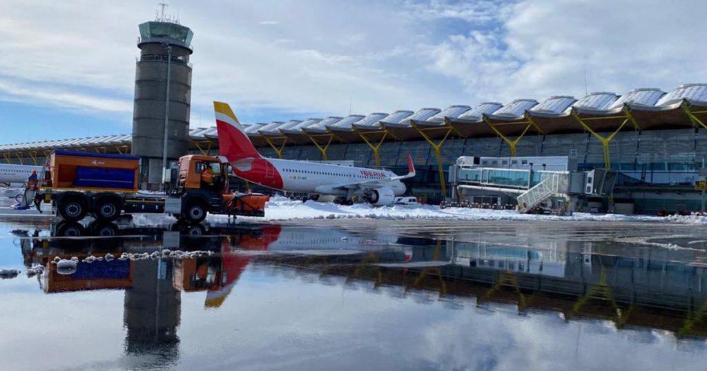 ¿Es inevitable cerrar los aeropuertos cuando nieva?
