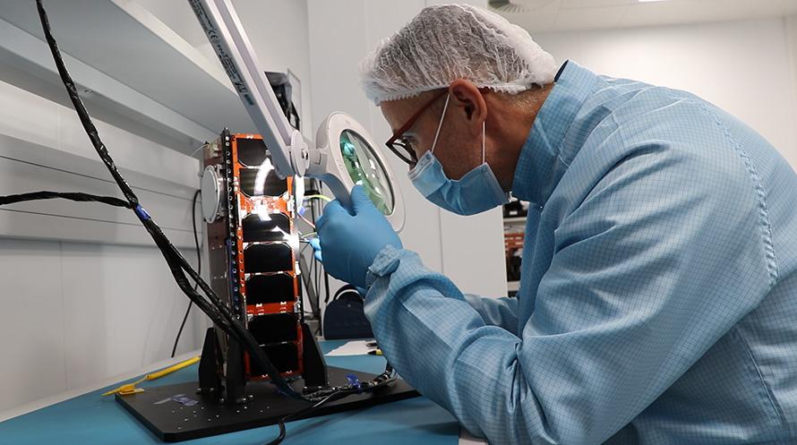 Con un peso de una decena de kilos, el 3B5GSAT es un CubeSat 3U de 30 x 10 x 10 centímetros fruto de la cooperación entre las compañías españolas Sateliot, Alen y la británica Open Cosmos © Sateliot