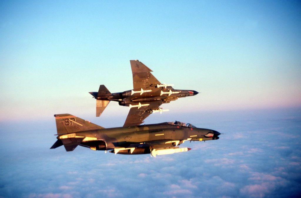 caza bombardero F-4 Phantom III